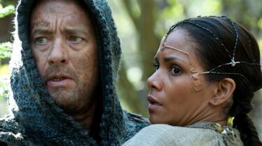 Szenenbild: Ein Mann und eine Frau klammern sich aneinander