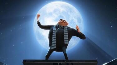 Gru macht eine kraftvolle Pose vor dem Mond.