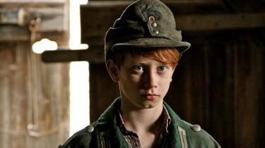 Szenenbild: Der Junge in Uniform