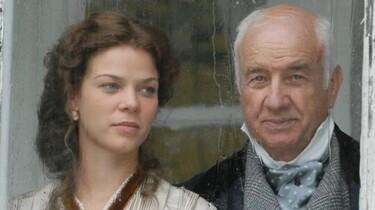 Szenenbild: Alter Mann und eine Frau im Profil