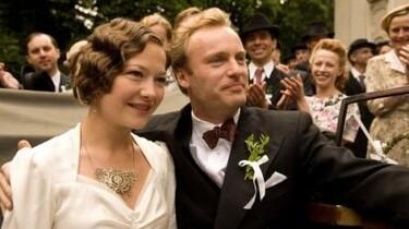 Szenenpaar: Ein Hochzeitspaar