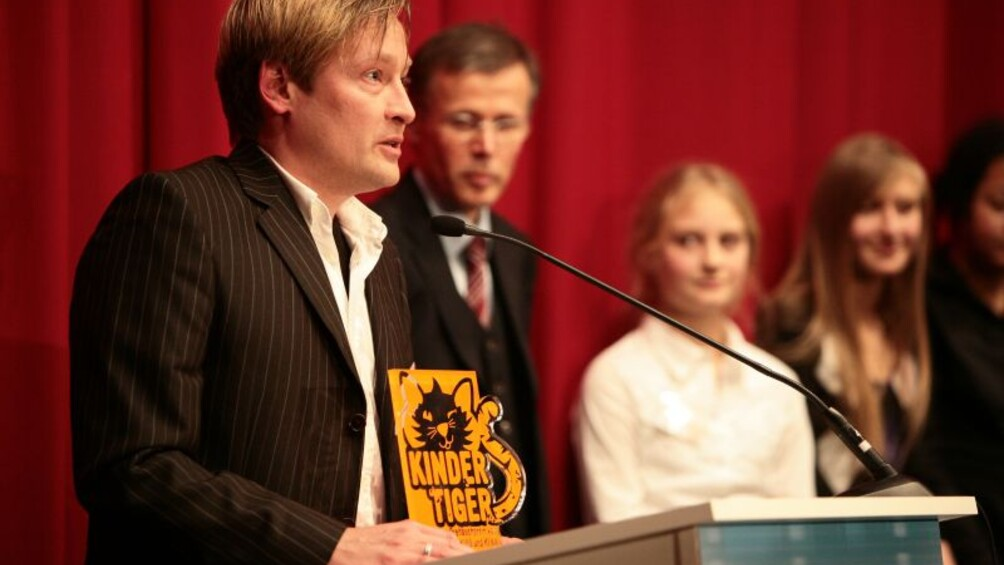 Kindertiger Gewinner Michael Demuth am Rednerpult