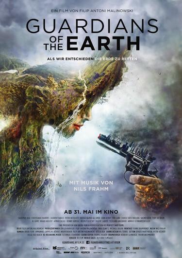 Das künstlerisch gestaltete Filmplakat zeigt ein Frauengesicht bestehend aus Elementen der Natur, auf das eine Waffe gerichtet ist.
