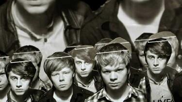 Szenenbild: Eine Gruppe von Jungs