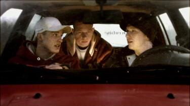 szenenbild: Drei Protagonisten in einem Auto