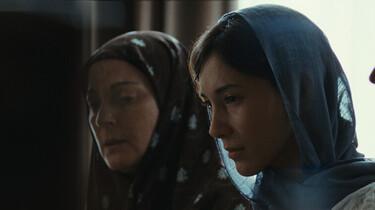 Szenenbild: Die 25-jährige Deutsch-Türkin Umay mit ihrer Mutter