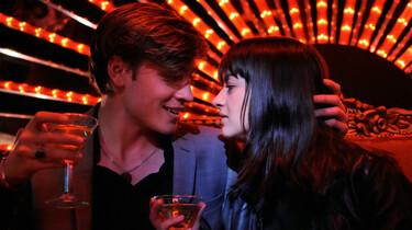 Szenenbild: Ada und Alev kurz vorm Küssen