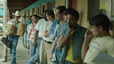 Szenenbild: Warteschlange vor dem Dallas Buyers Club