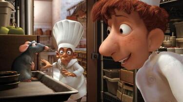 Szenenbild: In der Sternerestaurantküche: zwei Köche und eine Ratte