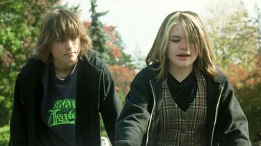 Szenenbild: Zwei Jugendliche im Profil