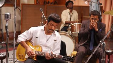 Szenenbild: Eine Band an ihren Instrumenten