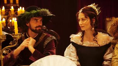 Szenenbild: Königin Christina am Tisch mit einem Berater