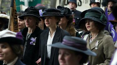 Szenenbild: Suffragette bei einer Demonstration