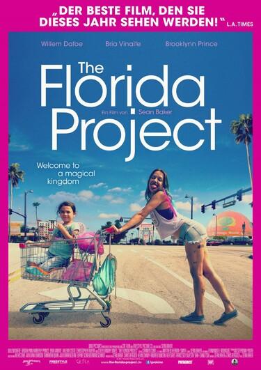 Auf dem Filmplakat sieht man eine Frau, die lachend einen Einkaufswagen schiebt in dem ein junges Mädchen sitzt.