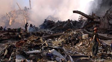 Szenenbild: Helfer auf dem Schutthaufen des World Trade Center
