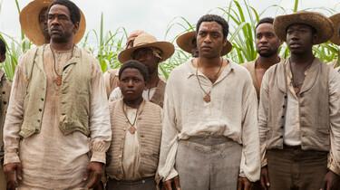 Szenenbild: eine Gruppe von Sklaven