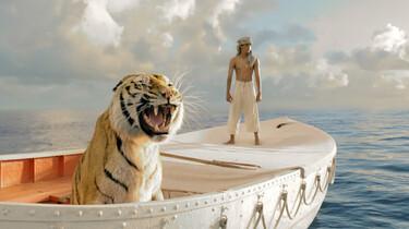 Szenenbild: Tiger und Mann in einem Boot