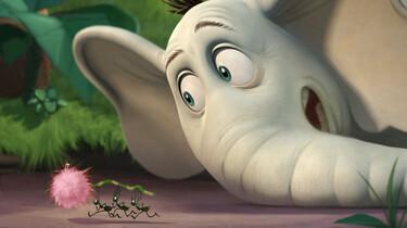 Der Elefant Horton sieht drei kleinen Ameisen zu, wie sie eine Blume wegtragen