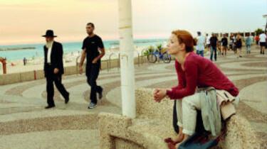Hanna an der Strandpromenade in Tel Aviv