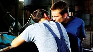 Szenenbild: Marco und Jakob unterhalten sich