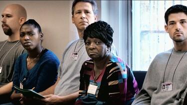 Szenenbild: Mitglieder einer Selbshilfegruppe in den USA