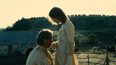 Szenenbild: Kolhaas kniet und eine Frau steht vor ihm
