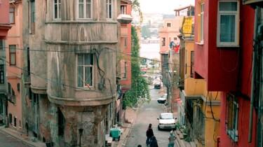 Szenenbild: Häuser in einer türkischen Stadt