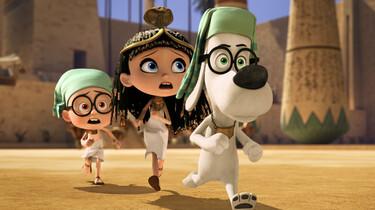 Szenenbild: Mr. Peabody, gefolgt von seinen Freunden, läuft auf einem Platz