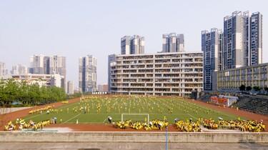 Ein Sportplatz in einer chinesischen Stadt.