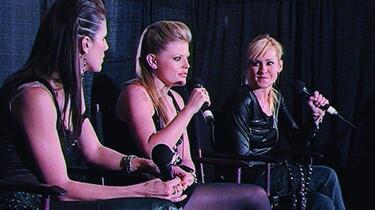 Szenenbild: Die Bandmitglieder im Interview