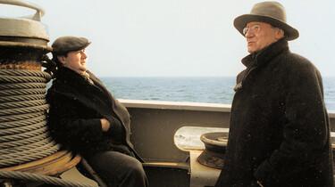 Szenenbild: Zwei Männer auf einem Schiff