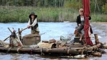 Szenenbild: Tom und Huck Finn auf einem Floß