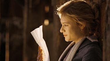Szenenbild: Effi Briest ließt einen Brief