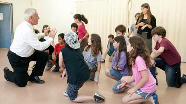 Szenenbild: Schülerinnen und Schüler bei der Probe