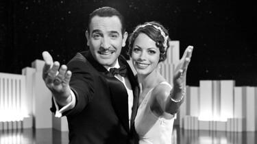 Szenenbild: Die beiden Hollywoodstars mit großer, auf die Betrachter gelenkten, Geste