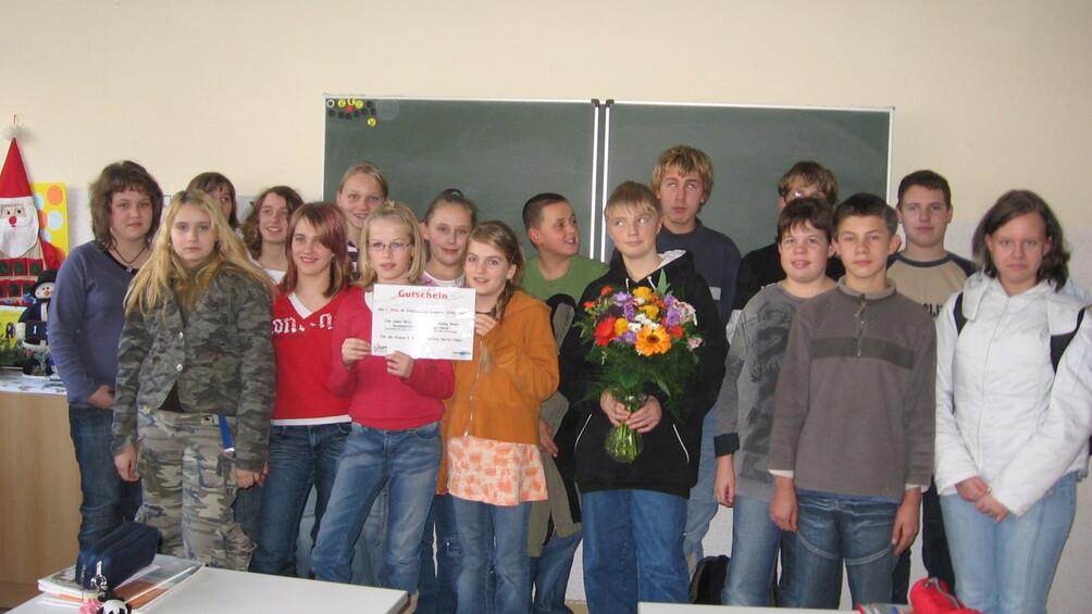 "Gruppenbild der Preisträger des Projektes ""Stille Post"""