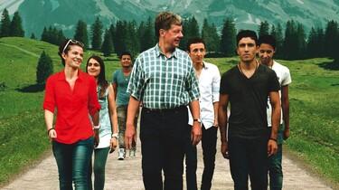 Der Lehrer, Herr Zink, macht mit seinen Schülern einen Ausfl8ug in die Berge.